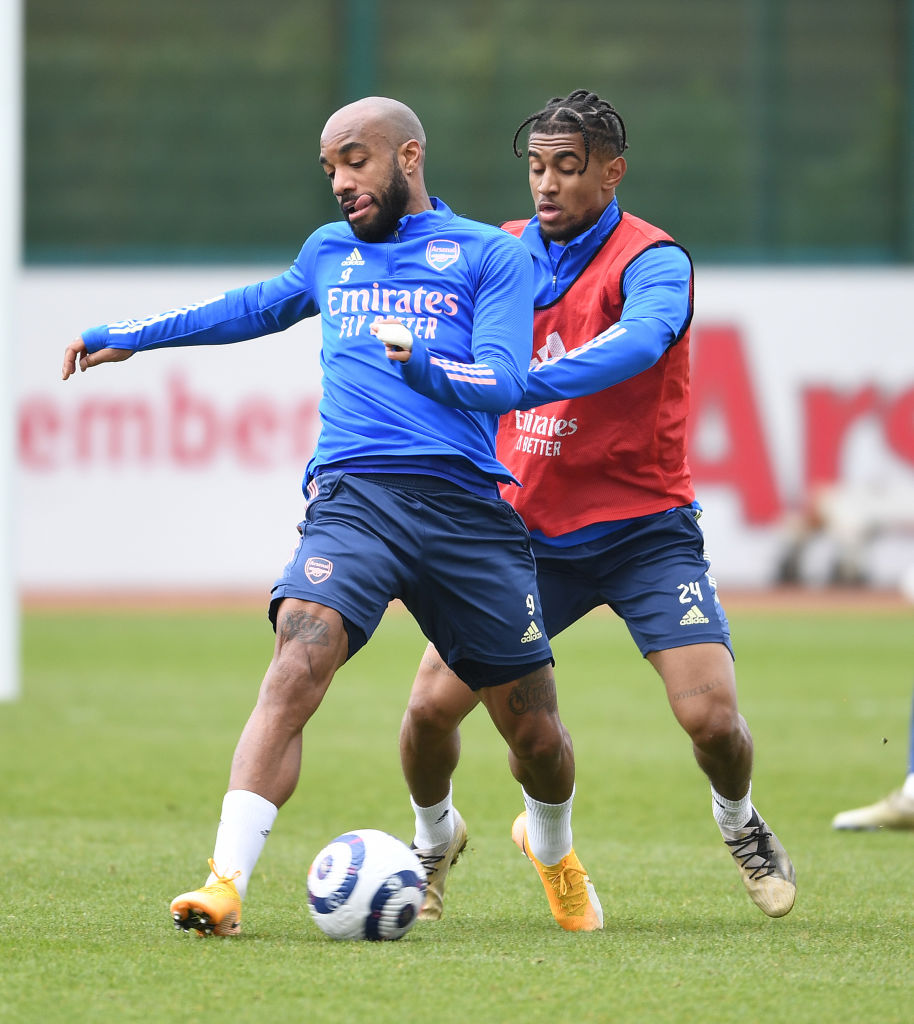 Reiss Nelson tackles Alex Lacazette in training